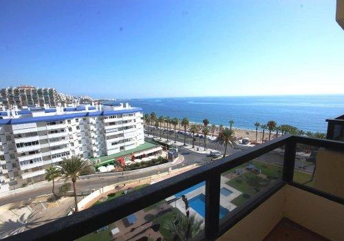 Fantástico apartamento en venta con preciosas vistas panorámicas al mar en Benalmadena Costa.